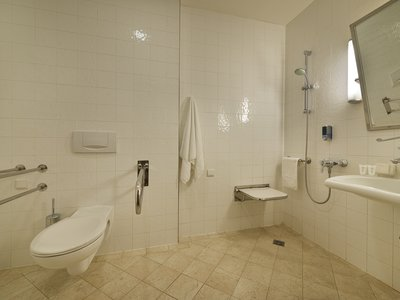 EA Hotel Julis**** - barrier-free bathroom